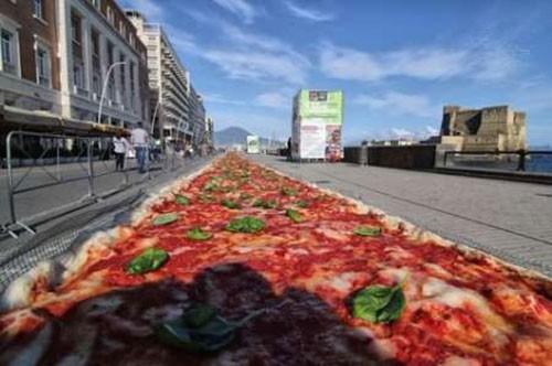 پخته شدن بزرگترین پیتزای جهان (عکس)  پخته شدن بزرگترین پیتزای جهان (عکس) 146754520742405 irannaz com