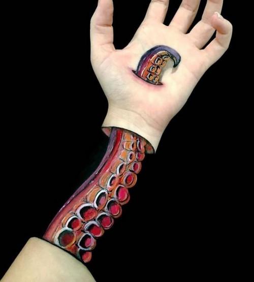 عکس های باورنکردنی نقاشی های سه بعدی روی دست