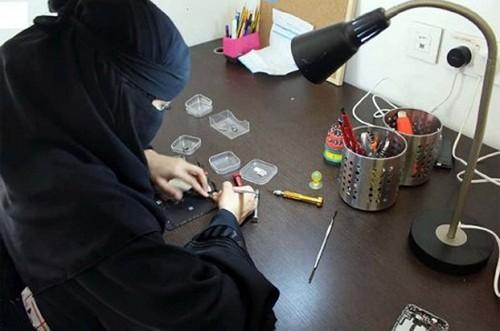 فروشگاه موبایل زنان در عربستان شما را شوکه میکند (عکس)  فروشگاه موبایل زنان در عربستان شما را شوکه میکند (عکس) 146832643426406 irannaz com