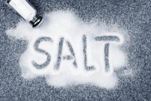 مصرف نمک همراه با ضرر و زیان آن