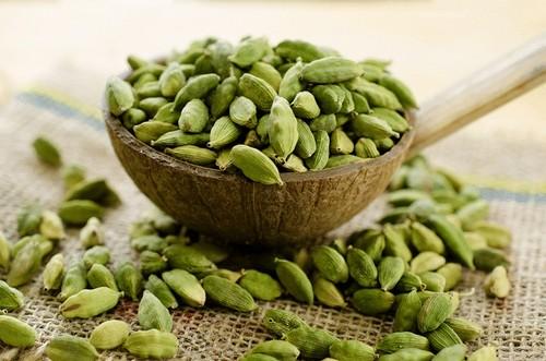 امکان هضم بهتر غذا با دانه های هل