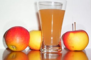 نکاتی درباره ی خواص و عوارض آب سیب