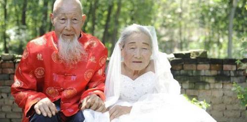 سالگرد ازدواج این زوج 100 ساله عاشق (عکس)  سالگرد ازدواج این زوج ۱۰۰ ساله عاشق (عکس) 147005819318005 irannaz com