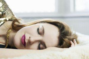 هنگام خواب آرایش خود را پاک کنید!!
