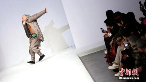 عکس هایی از مدلینگ 80 ساله خوش استایل  عکس هایی از مدلینگ ۸۰ ساله خوش استایل 147206562320708 irannaz com