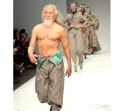 عکس هایی از مدلینگ 80 ساله خوش استایل  عکس هایی از مدلینگ ۸۰ ساله خوش استایل 147206563474572 irannaz com
