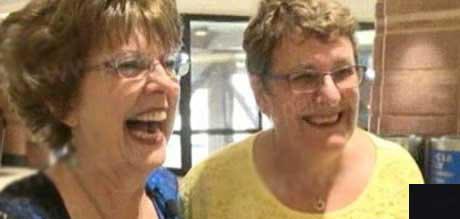 عکس های بسیار زیبا از دیدار دو دوست پس از 55 سال  عکس های بسیار زیبا از دیدار دو دوست پس از ۵۵ سال 147220670322677 irannaz com