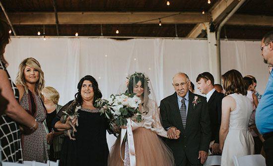 معجزه ی باورنکردنی در روز عروسی این دختر همه شوک کرد (عکس)  معجزه ی باورنکردنی در روز عروسی این دختر همه شوک کرد (عکس) 147220672734180 irannaz com