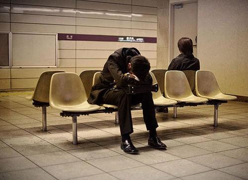 عکس هایی از خواب عمیق و جالب کارمندان در خیابان