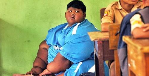 به مدرسه رفتن چاق ترین پسر بچه جهان (عکس)