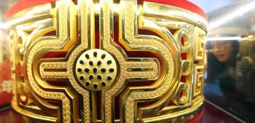 ساخت بزرگترین انگشتر طلا با وزن 82 کیلوگرم (عکس)