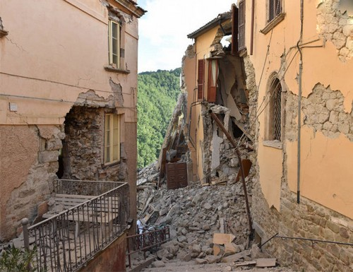 عکس های بسیار دردناک از قبل و بعد از زلزله ایتالیا