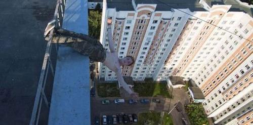 این پسر با کارهای خطرناکش همه را شوکه کرد (عکس)