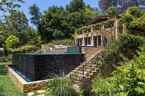 عکسهای دیدنی از خانه جنیفر لوپز در لس آنجلس  عکسهای دیدنی از خانه جنیفر لوپز در لس آنجلس 1911791885 irannaz com