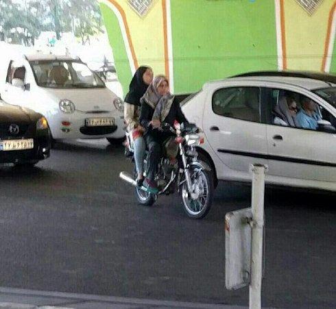 موتور سواری جنجالی این خانم محجبه در تهران (عکس)