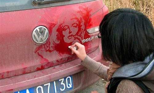 شاهکار نقاشی این خانم بر روی گرد و خاک ماشین