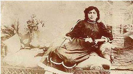 تک عکس دیده نشده از اولین دختر بی حجاب ایران