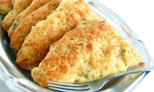 مواد لازم برای اسنک با پنیر کهنه
