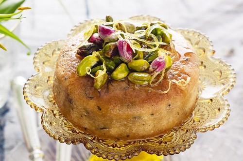 طرز تهیه کیک شربتی همراه با پسته