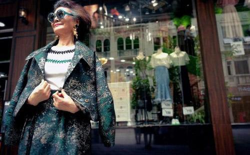عکس هایی از مدرن ترین مادربزرگ جهان  عکس هایی از مدرن ترین مادربزرگ جهان 147324665066215 irannaz com