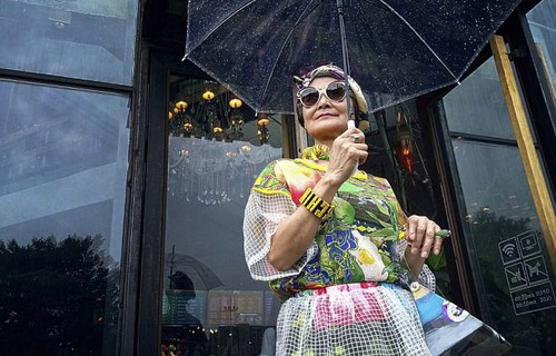 عکس هایی از مدرن ترین مادربزرگ جهان  عکس هایی از مدرن ترین مادربزرگ جهان 147324665565270 irannaz com