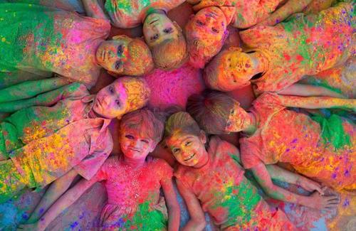عکس های دیدنی از جشن رنگها در هندوستان
