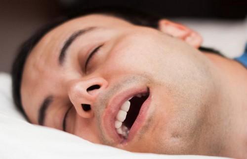 بوی بد دهان هنگام بیدار شدن از خواب