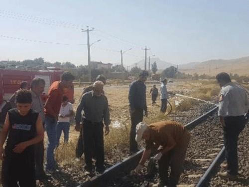 مرگ زن اراکی در زیر چرخ های قطار (عکس)