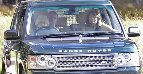 خوشگذرانی این پیرزن 90 ساله همه را شوکه کرد (عکس)