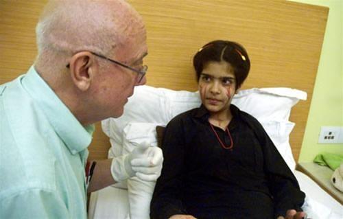 این دخترک به جای اشک خون می گرید (عکس)  این دخترک به جای اشک خون می گرید (عکس) 147404513221671 irannaz com