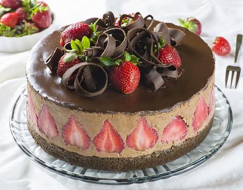 راز درست کردن کیک توت فرنگی و شکلات