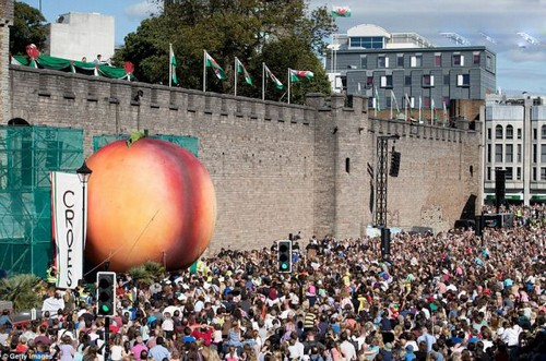 عکس هایی از بزرگترین کادوی تولد دنیا (عکس)