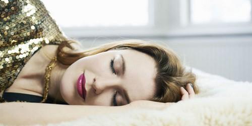 علت پاک کردن آرایش قبل از خواب چیست؟!