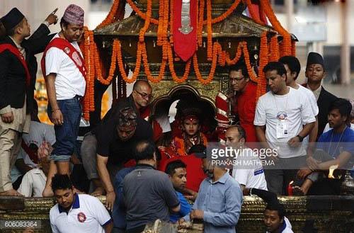 هندوستان و رسم عجیب پرستش دختر (عکس)