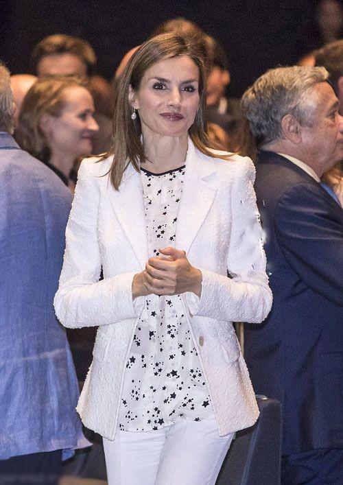 عکس هایی از لباس زیبا و ساده ملکه اسپانیا در بارسلونا