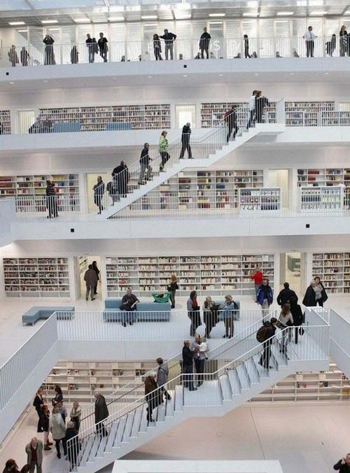 عکس هایی از کتابخانه زیبا و دیدنی در آلمان