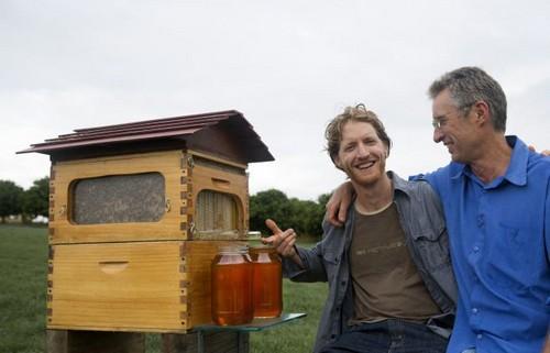 برداشت عسل از کندو با این اختراع جالب (عکس)