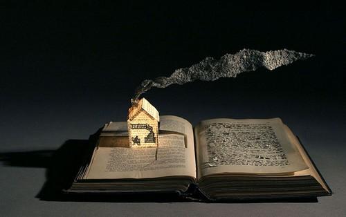 عکس های زیبا از هنرنمایی با کتاب های قدیمی