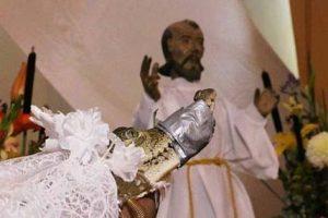 رسم وحشتناک ازدواج با تمساح در مکزیک (عکس)