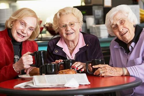 چگونه در دوران سالمندی شاد باشیم؟