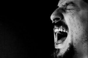 چگونه شوهر عصبانی خود را آرام کنیم؟