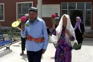 ازدواج جنجالی پیرمرد 71 ساله با پیرزن 114 ساله (عکس)