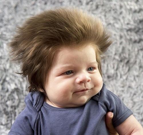 سوژه شدن موهای عجیب این کودک دو ماهه (عکس)