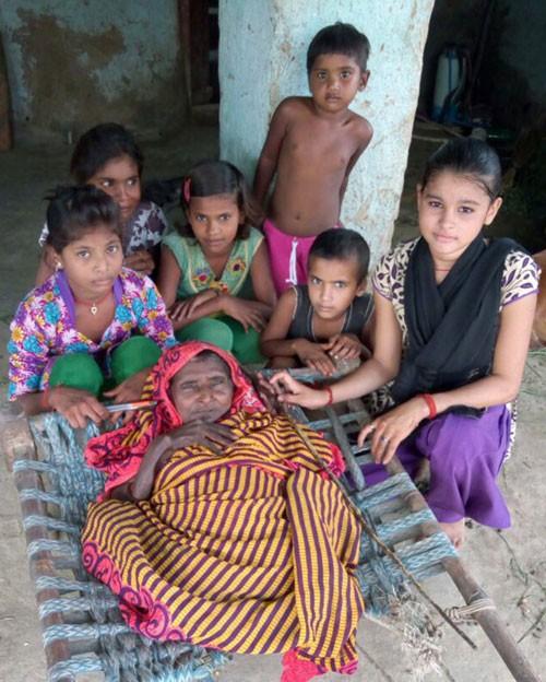 آب شدن زن هندی بعد از زایمان آخرش (عکس)