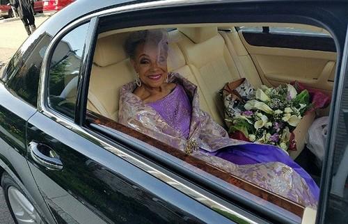 لباس عروس مادربزرگ 86 ساله همه را شوکه کرد (عکس)