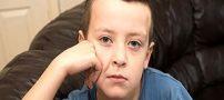پسری که با قلب نصفه هشت ساله شد +عکس