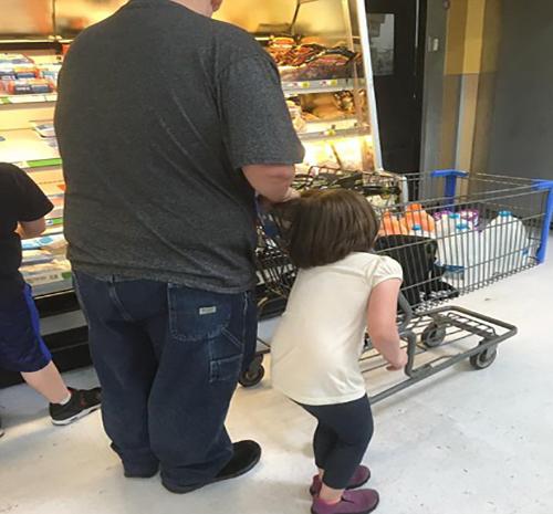 افشای کودک آزاری پدر بیرحم در فروشگاه +تصاویر