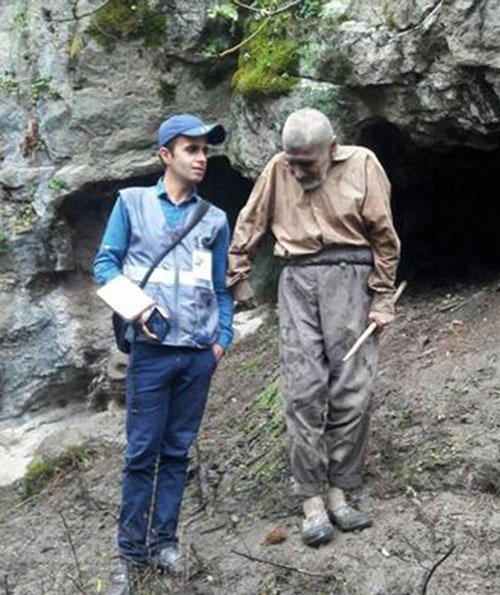 پیرمرد غارنشین فومنی سرشماری شد +تصاویر