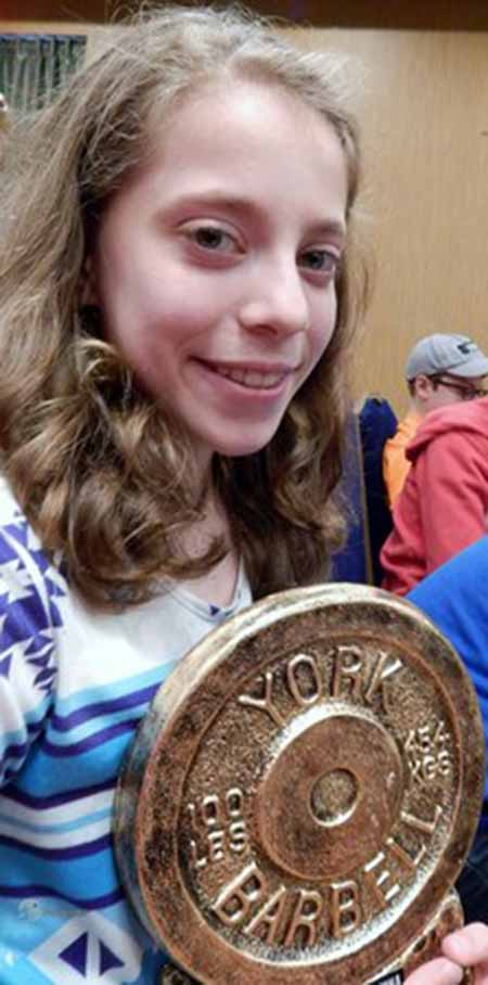 دختر ابرقدرتی که چند برابر وزنش وزنه بر میدارد +عکس