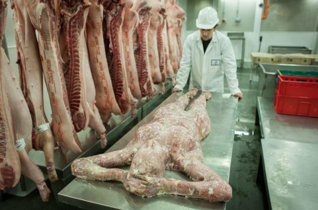 جنجال چرخ کردن گوشت مردگان و فروش آن در چین + تصاویر 18+